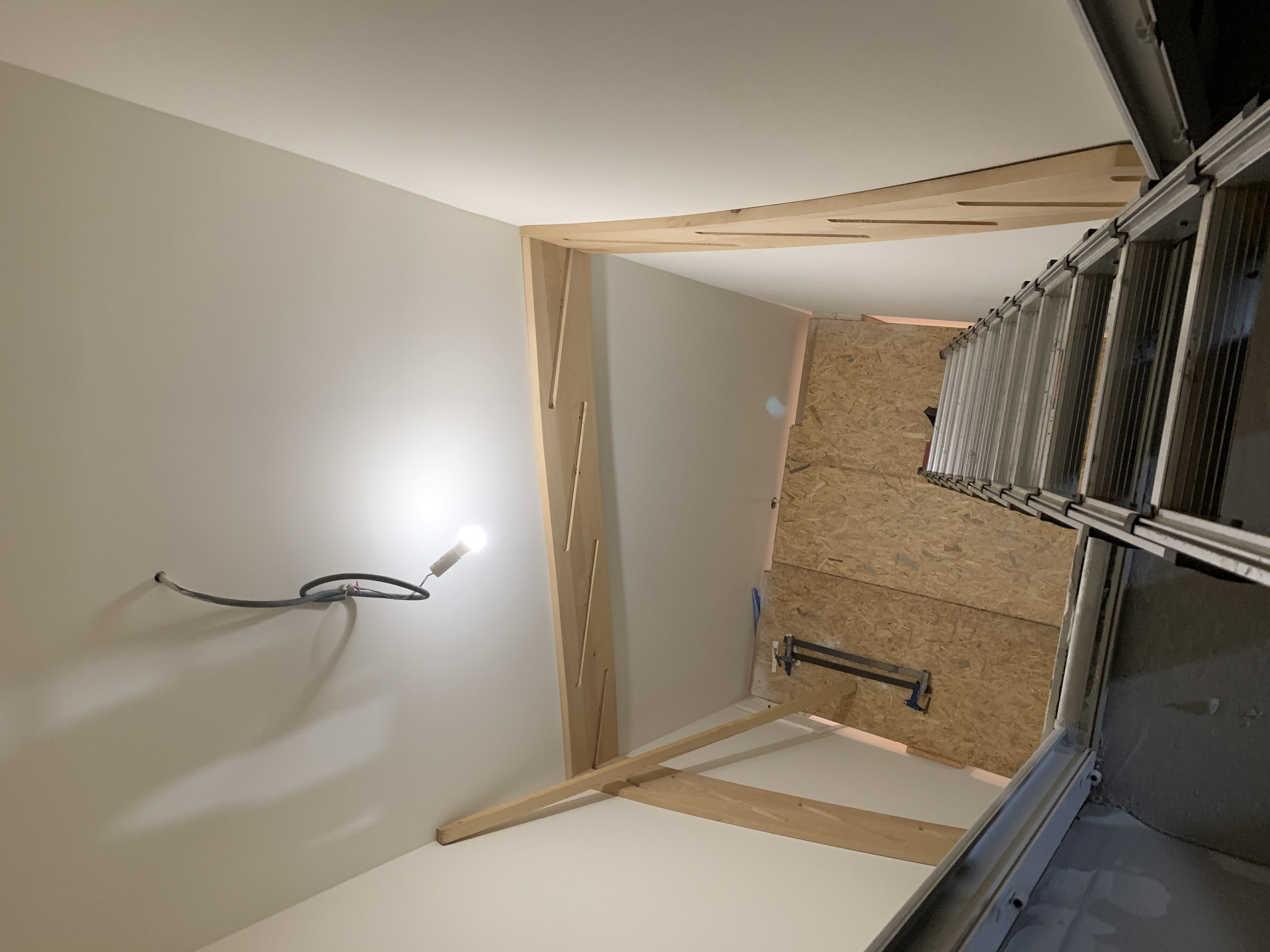 Escalier en hêtre sur deux niveaux à Chissey sur Loue. (39)