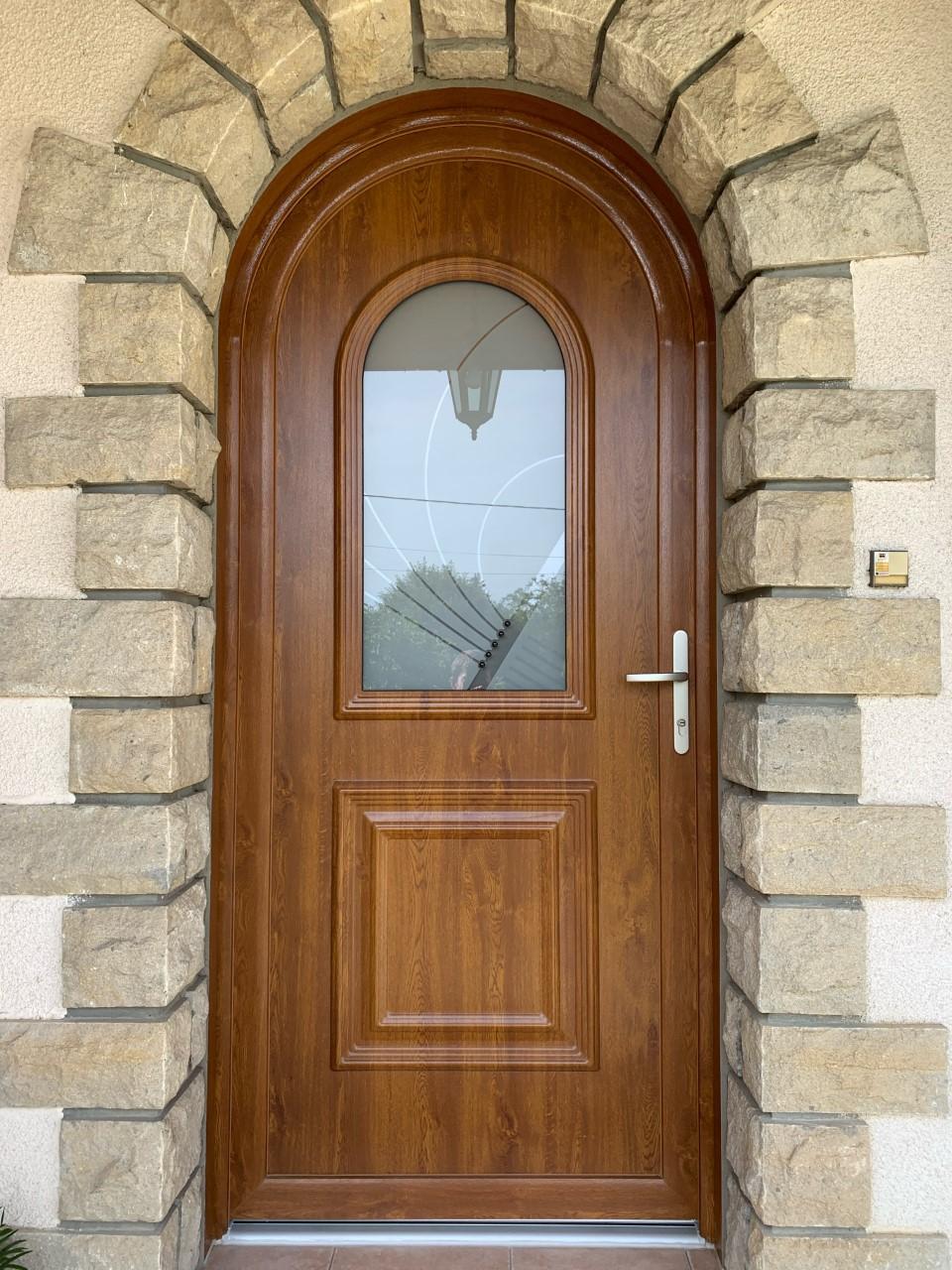 Porte cintrée en PVC, motif chêne.